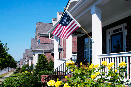 Fourth of July「Front Porch with an American Flag」:スマホ壁紙(17)