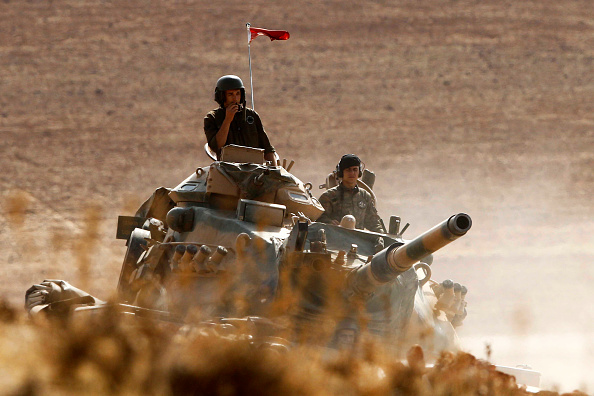 Armored Tank「Syrian Kurds Battle IS To Retain Control Of Kobani」:写真・画像(12)[壁紙.com]