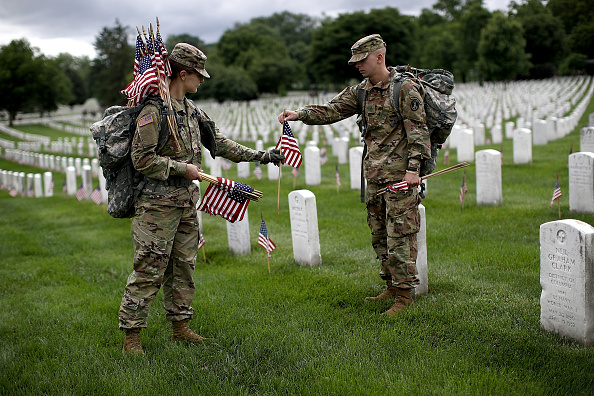 "US Memorial Day「Fallen Soldiers Honored With ""Flags In"" Tradition At Arlington Nat'l Cemetery」:写真・画像(18)[壁紙.com]"