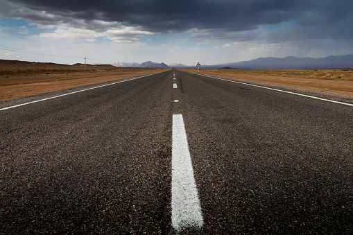 Iran「Desert road through Dasht-e Kavir」:スマホ壁紙(3)