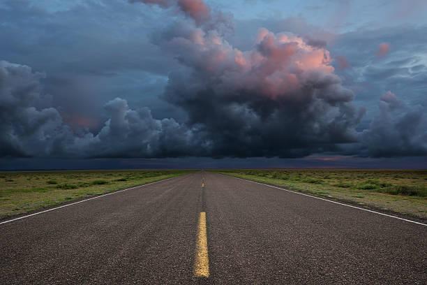 XXL desert road thunderstorm:スマホ壁紙(壁紙.com)