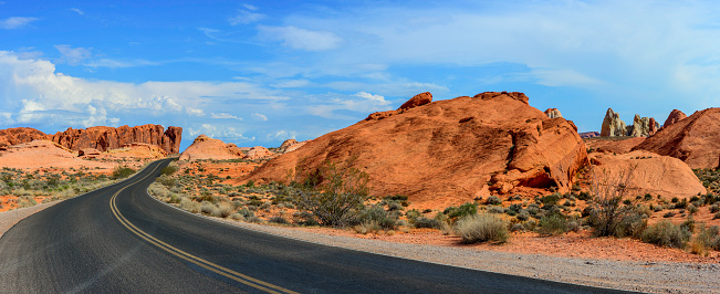 Wilderness Area「Desert Road and Red Rocks」:スマホ壁紙(3)
