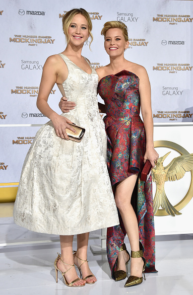Two People「Premiere Of Lionsgate's 'The Hunger Games: Mockingjay - Part 1' - Red Carpet」:写真・画像(9)[壁紙.com]
