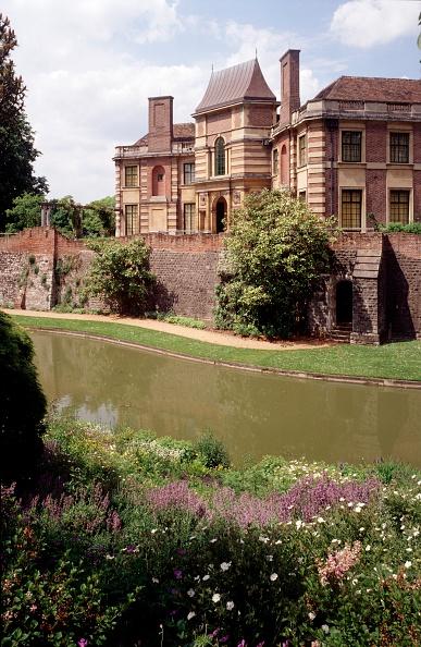 Flowerbed「Gardens of Eltham Palace, Greenwich, London, c2000s(?)」:写真・画像(11)[壁紙.com]