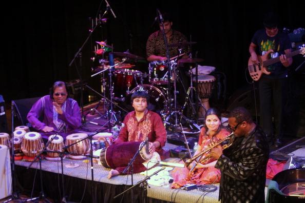 ワールドミュージック「Miles From India」:写真・画像(1)[壁紙.com]