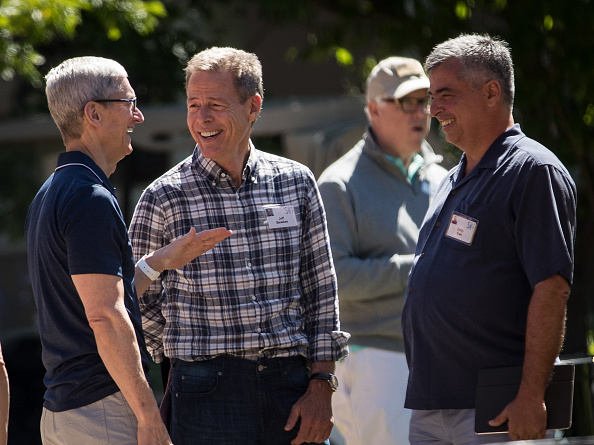 Tim Cook - Business Executive「Tech And Media Elites Attend Allen And Company Annual Meetings In Idaho」:写真・画像(2)[壁紙.com]