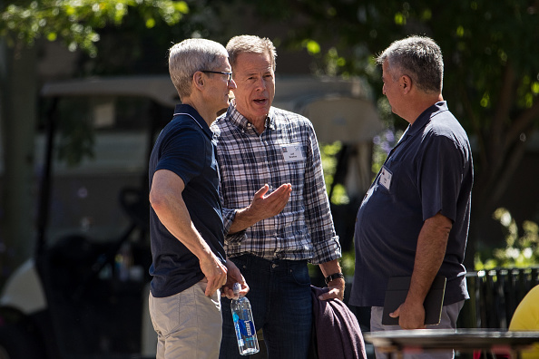 Tim Cook - Business Executive「Tech And Media Elites Attend Allen And Company Annual Meetings In Idaho」:写真・画像(8)[壁紙.com]