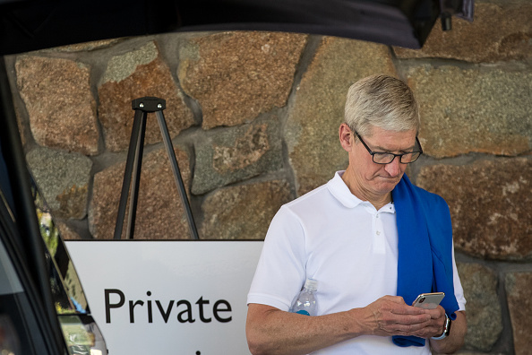 Tim Cook - Business Executive「Annual Allen And Co. Meeting In Sun Valley Draws CEO's And Business Leaders To The Mountain Resort Town」:写真・画像(14)[壁紙.com]