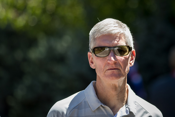 Tim Cook - Business Executive「Annual Allen And Co. Meeting In Sun Valley Draws CEO's And Business Leaders To The Mountain Resort Town」:写真・画像(15)[壁紙.com]