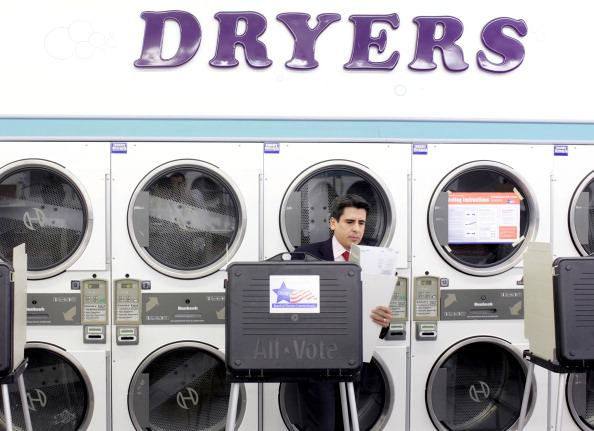 Laundromat「Illinois Voters Go To Polls In State Primary」:写真・画像(14)[壁紙.com]