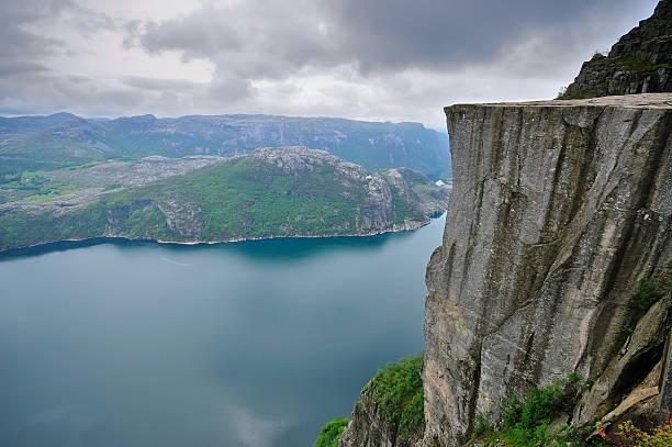 Preikestolen (Pulpit Rock) and Lysefjord, Norway:スマホ壁紙(壁紙.com)
