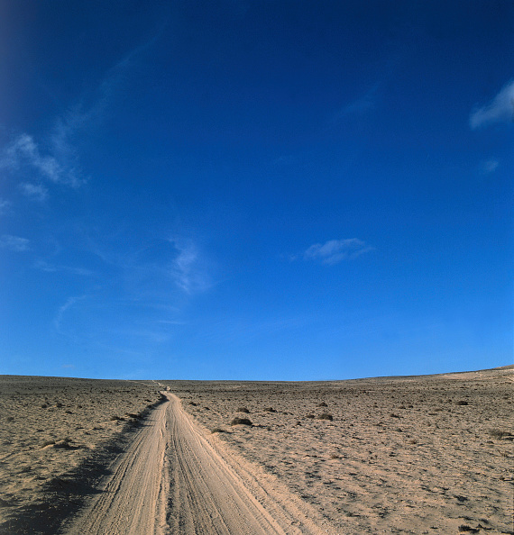 Simplicity「Rambling road crossing the desert on the island of Fuerteventura, Canary Islands, Spain」:写真・画像(18)[壁紙.com]