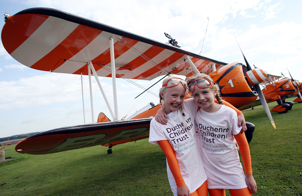 Airfield「Two Nine-Year Olds Become The World's Youngest Formation Wingwalkers」:写真・画像(11)[壁紙.com]