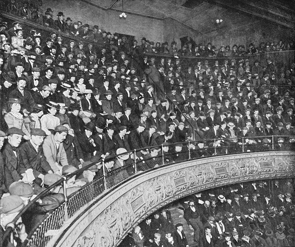 Theatrical Performance「A music hall gallery, London, c1900 (1901)」:写真・画像(17)[壁紙.com]