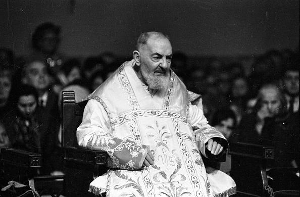 Preacher「Padre Pio during the mass at the Sanctuary of Saint Pio of Pietrelcina 1966」:写真・画像(12)[壁紙.com]