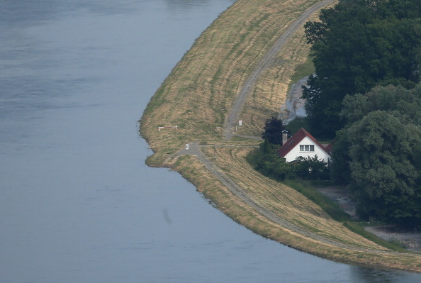 Protection「Floods Hit Germany: Northern Elbe River Region」:写真・画像(15)[壁紙.com]