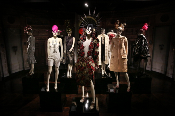 Alexander McQueen - Designer Label「Final Touches Made To Isabella Blow: Fashion Galore!, A New Somerset House Exhibition」:写真・画像(14)[壁紙.com]