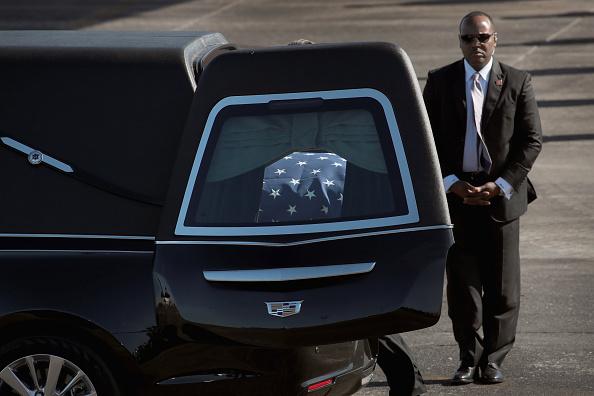 Scott Olson「Departure Ceremony Held As Body Of President Bush Flown To Washington DC」:写真・画像(8)[壁紙.com]