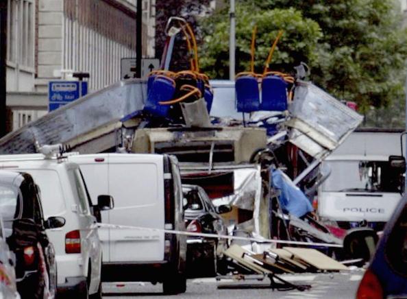 Suicide Bombing「Emergency Services On The Scene Of Blast On London Tube」:写真・画像(10)[壁紙.com]