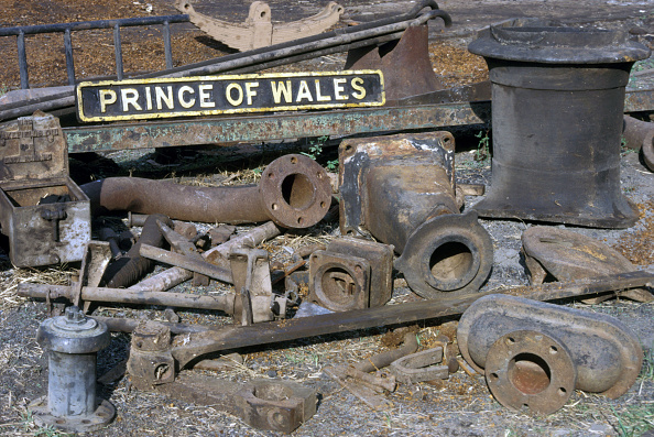 Nameplate「The remains of 'Prince of Wales' Ghana Railway 4-8-2 No.123 built by Nasmyth Wilson of Patricroft Manchester. Kumasi Wed 19 June 1985.」:写真・画像(4)[壁紙.com]