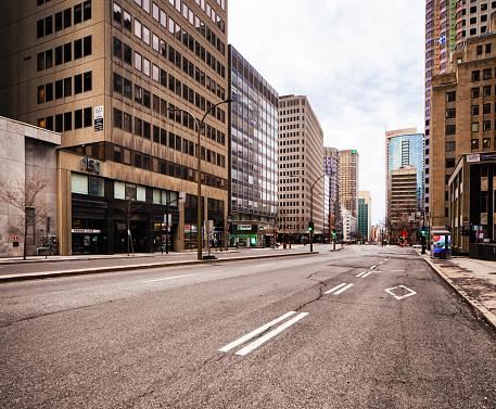 City Street「Montreal Deserted Boulevard René-Lévesque during Covid 19 crisis」:スマホ壁紙(10)