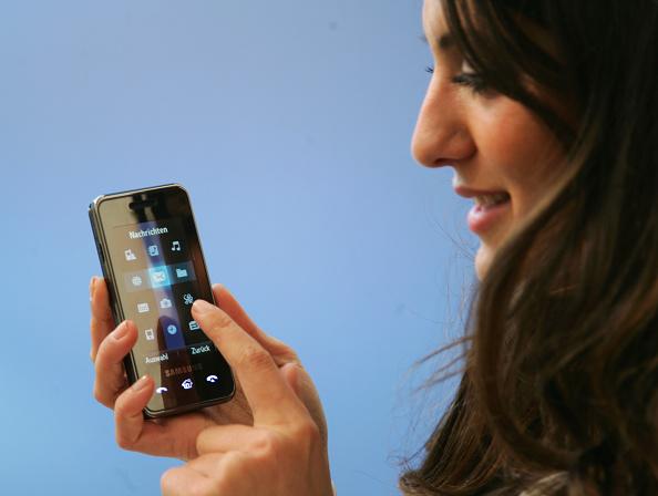 Mobile Phone「CeBIT Technology Trade Fair」:写真・画像(3)[壁紙.com]