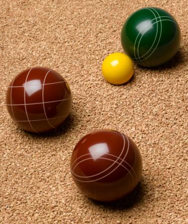 Boule「Three balls and small yellow ball on gravel, close-up」:スマホ壁紙(16)