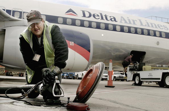 Refueling「High Cost Of Fuel Hurts Airlines' Bottom Line」:写真・画像(16)[壁紙.com]
