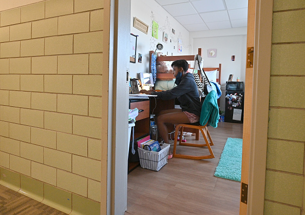 Dorm Room「Students At The University Of New Mexico Attend Classes On First Day Of New School Year」:写真・画像(6)[壁紙.com]