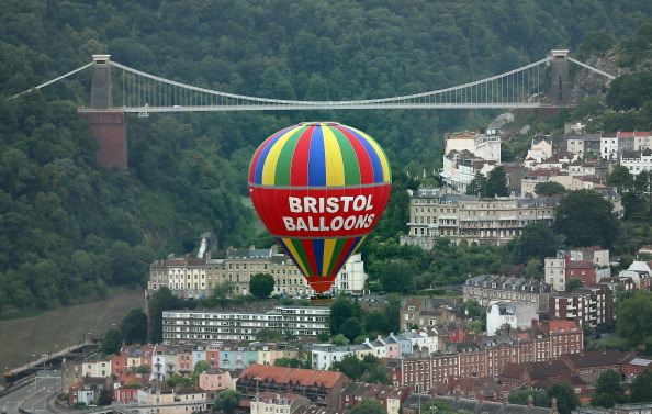 気球「Balloonists Take To The Skies For The Bristol International Balloon Festival」:写真・画像(1)[壁紙.com]