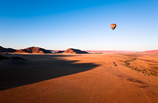 Wilderness Area「Hot Air Balloon over Naukluft Park, Namibia, Africa」:スマホ壁紙(9)