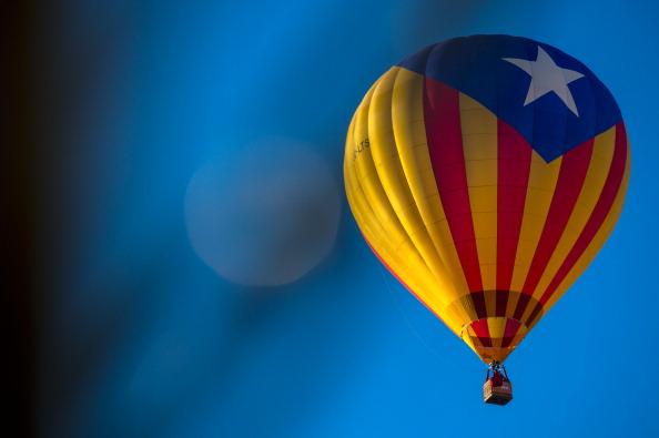 お祭り「Hot Air Balloons Take To The Skies For The European Balloon Festival」:写真・画像(1)[壁紙.com]