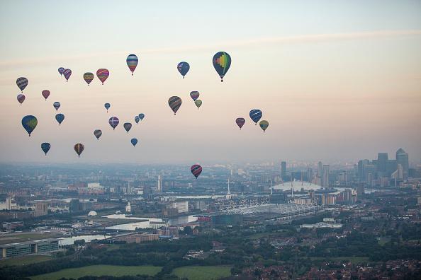 Urban Skyline「Lord Mayor's Hot Air Balloon Regatta」:写真・画像(12)[壁紙.com]