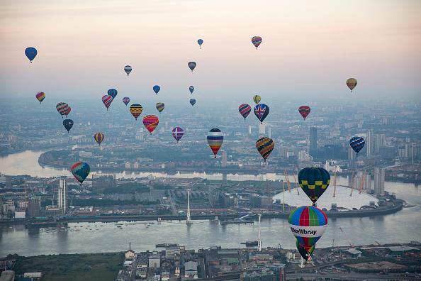 Urban Skyline「Lord Mayor's Hot Air Balloon Regatta」:写真・画像(2)[壁紙.com]