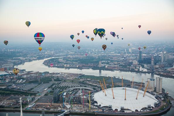Urban Skyline「Lord Mayor's Hot Air Balloon Regatta」:写真・画像(1)[壁紙.com]
