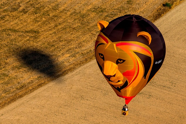 Image「Balloonists Take To The Skies During European Hot Air Balloon Festival」:写真・画像(12)[壁紙.com]