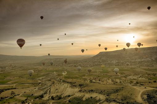 気球「熱気球でカッパドキア」:スマホ壁紙(1)