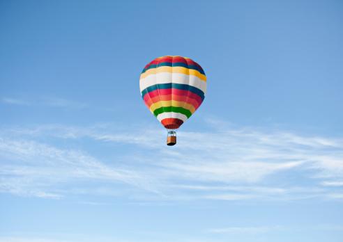 気球「Hot air ballon against blue sky」:スマホ壁紙(7)