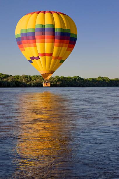 Hot Air Balloon Above Rio Grande River, Sunrise, Albuquerque, Reflection:スマホ壁紙(壁紙.com)