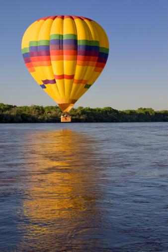 Unrecognizable Person「Hot Air Balloon Above Rio Grande River, Sunrise, Albuquerque, Reflection」:スマホ壁紙(18)