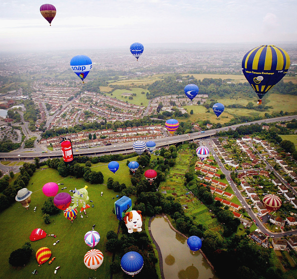 気球「Hot Air Balloons Lift Off Over Bristol」:写真・画像(10)[壁紙.com]