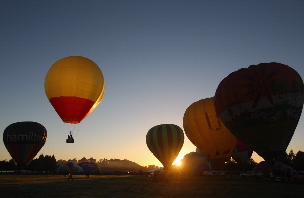 気球「Hot Air Balloons Over Waikato」:写真・画像(6)[壁紙.com]