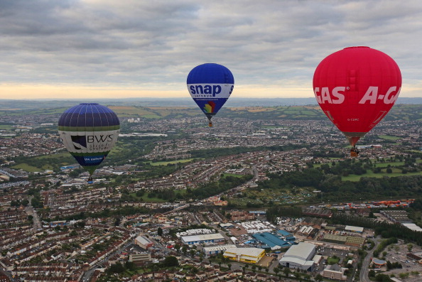 気球「Balloonists Take To The Skies For The Bristol International Balloon Festival」:写真・画像(11)[壁紙.com]