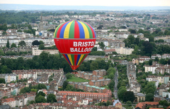 気球「Balloonists Take To The Skies For The Bristol International Balloon Festival」:写真・画像(12)[壁紙.com]