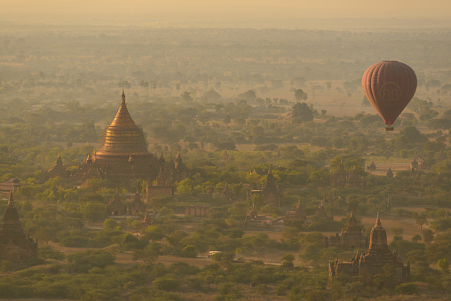 Balloon「Hot air balloon, Bagan, Mandalay, Myanmar」:スマホ壁紙(17)