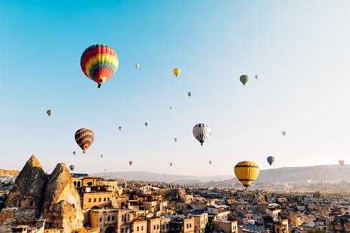 Central Anatolia「Hot air balloons over Cappadocia at sunrise,Turkey」:スマホ壁紙(5)
