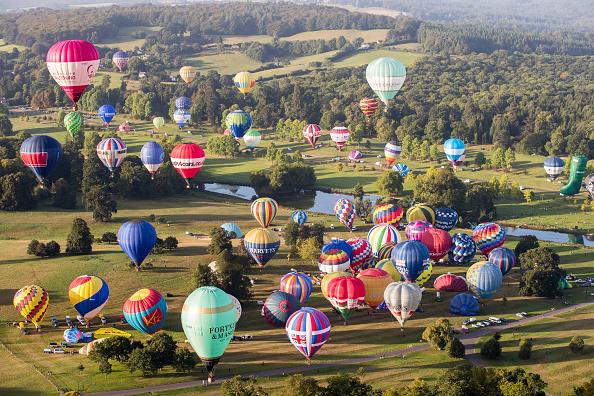 Bestpix「Balloonists Take To The Skies At Longleat's Ski Safari」:写真・画像(11)[壁紙.com]
