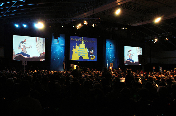ミッキーマウス「Walt Disney Annual Meeting Convenes In Philadelphia」:写真・画像(4)[壁紙.com]