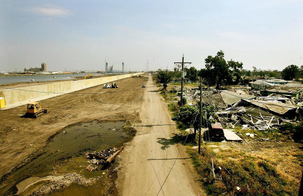 Levee「Work Continues On New Orleans' Levee System」:写真・画像(18)[壁紙.com]