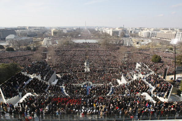 Crowd「Barack Obama Is Sworn In As 44th President Of The United States」:写真・画像(9)[壁紙.com]